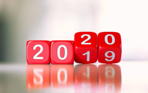 rote dices ändern sich von 2019 bis 2020 - 2020 stock-fotos und bilder