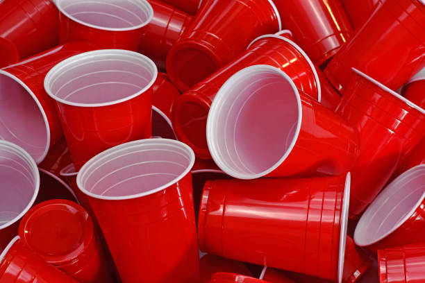 red disposable cups - beirut foto e immagini stock