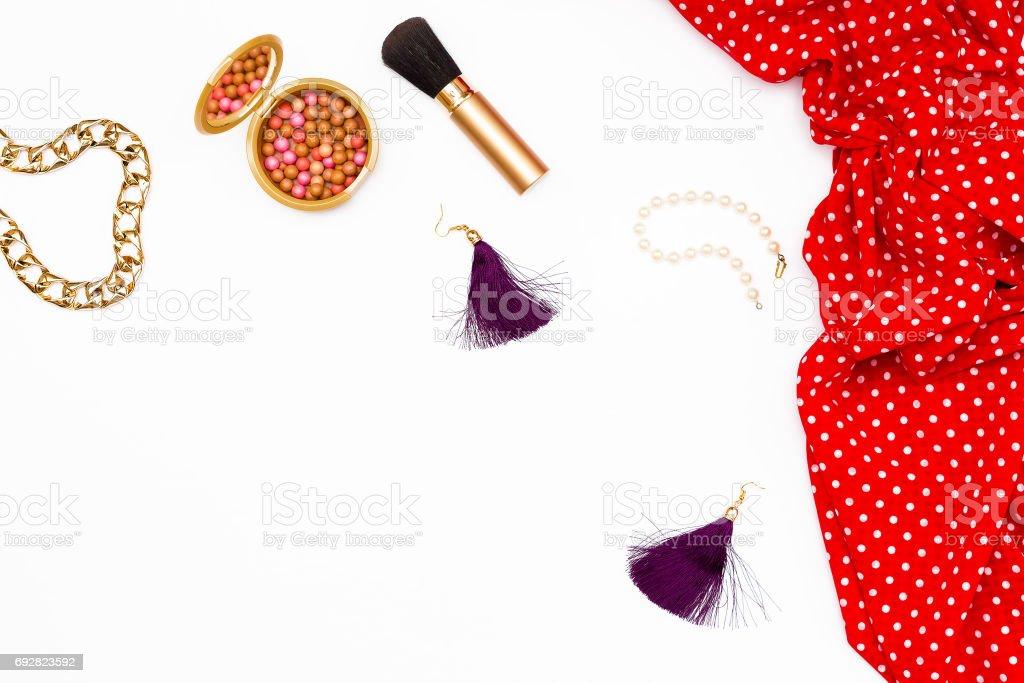 Vestido Rojo Maquillaje Cosmético Y Otros Accesorios Para La
