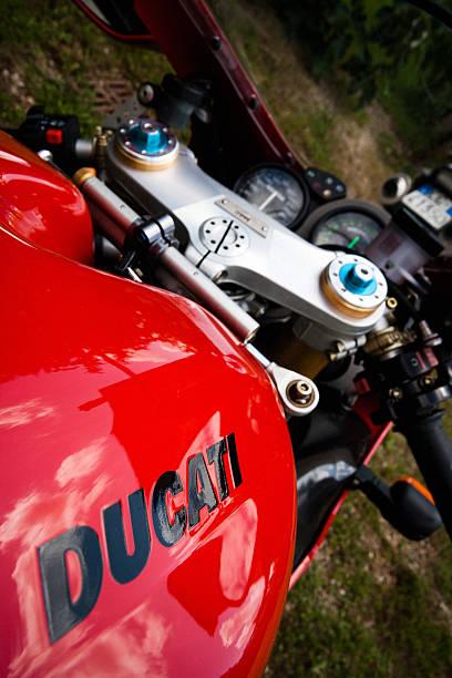 Red Ducati 748 Motorrad – Foto