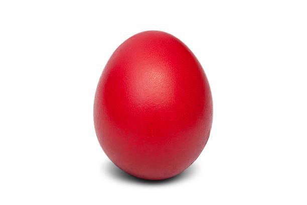 Rotes Ei isoliert auf weiß. – Foto