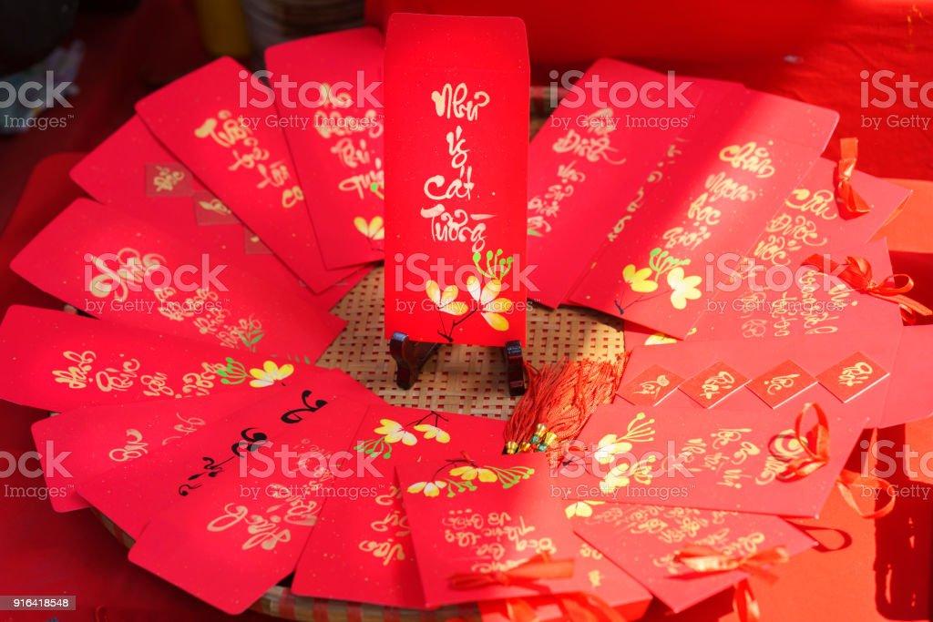 Rote Umschläge Lunar New Year Kalligraphie verziert mit Text