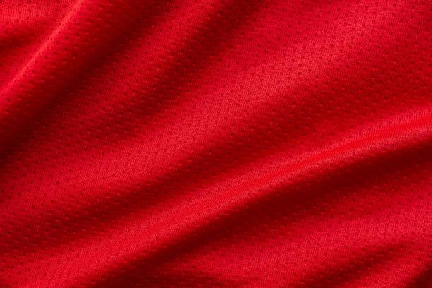 Rote Stoff-Sportbekleidung Fußball-Trikot mit Luftgemachen-Textur-Hintergrund – Foto