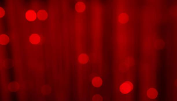 赤のお祝いクリスマス背景がぼやけ - glitter curtain ストックフォトと画像