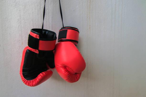 Rote Kampfhandschuhe – Foto