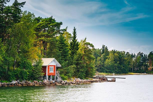 Rojo finlandés, Sauna de madera de Log Cabin en verano - foto de stock