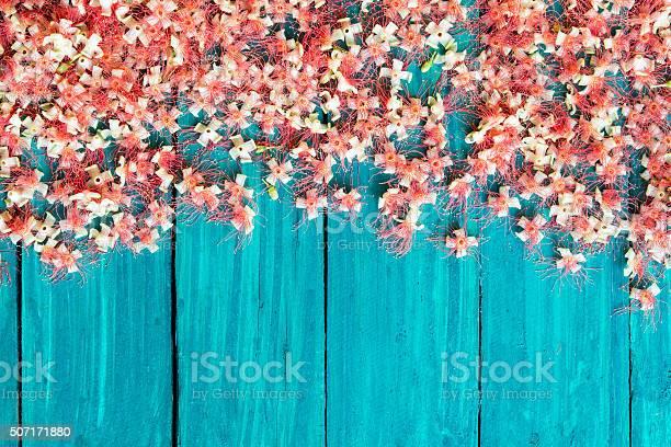 Red flowers fell on the wooden floor picture id507171880?b=1&k=6&m=507171880&s=612x612&h=bcugaqswp0clv7lkjzzorzwoflp 4 ho1mct tqkrhu=
