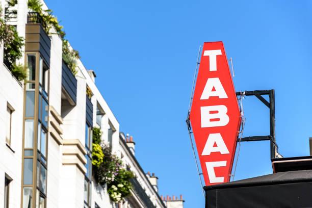 Signe rouge français de magasin de tabac avec le lettrage blanc. - Photo