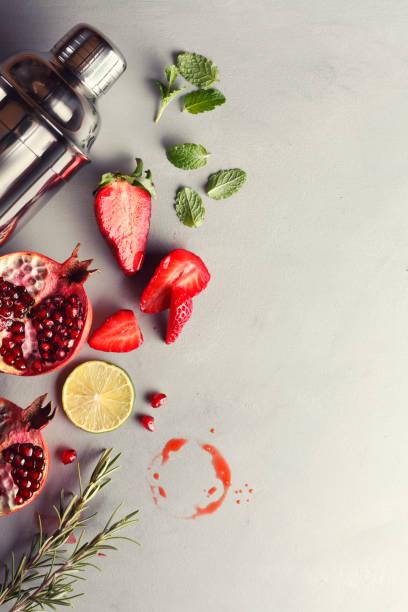 red fruit cocktail - przybranie zdjęcia i obrazy z banku zdjęć