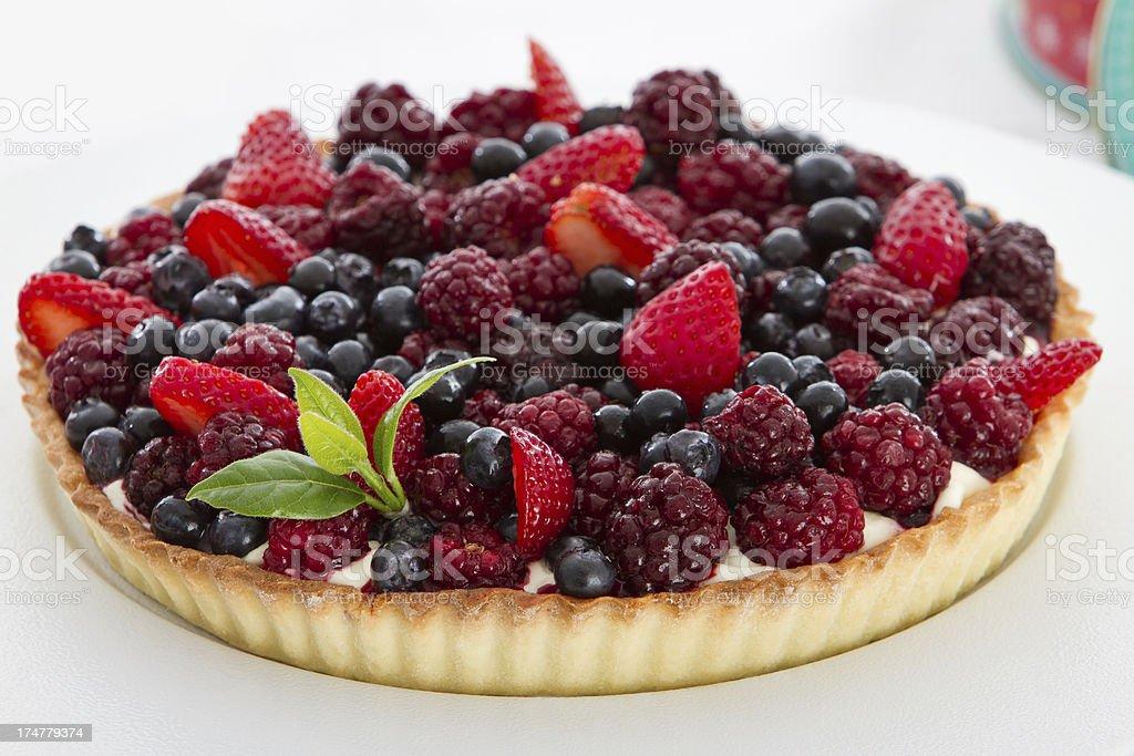 Rojo, frutas y francés pastel de crema - foto de stock