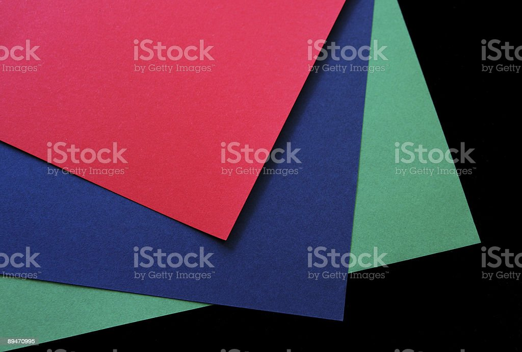 Rojo, verde y azul, de papel sobre negro foto de stock libre de derechos