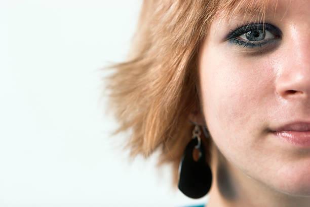 rote leitung teen - türkise haare stock-fotos und bilder