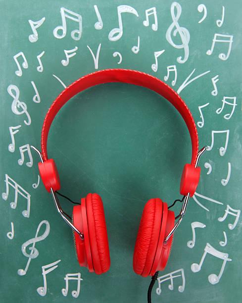 red fones de ouvido - desenhos de notas musicais - fotografias e filmes do acervo