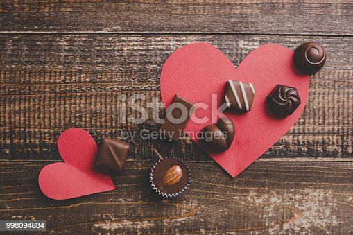 istock red heart and a lots of chocolate 998094634
