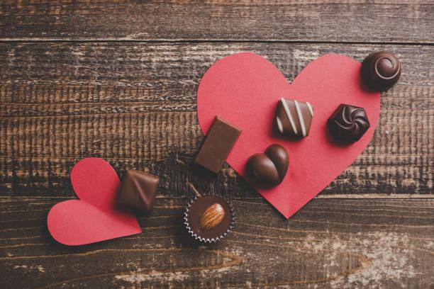 rotes Herz und jede Menge Schokolade – Foto