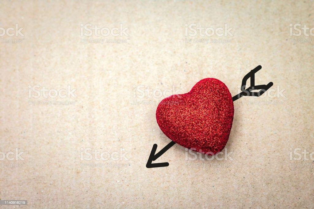 Photo Libre De Droit De Coeur Rouge Avec La Fleche De