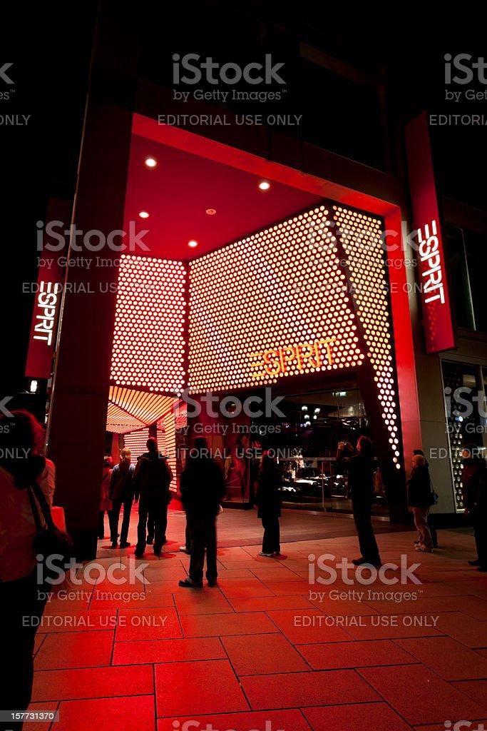 Rot Beleuchteten Eingang Des Esprit Mode Entdecken Sie Frankfurt ...