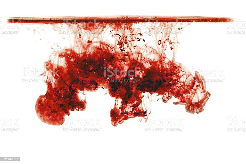 Rote Tinte in Wasser mit Wasserlinie, Tinte Drop. – Foto