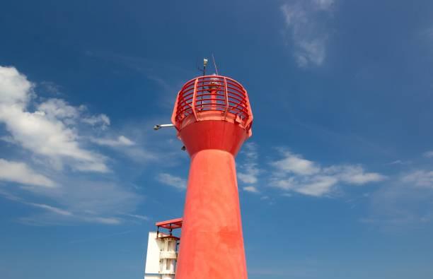 Red lighthouse in a blue sky – zdjęcie
