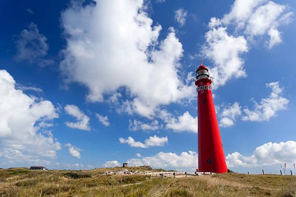 red lighthouse oer blue sky foto