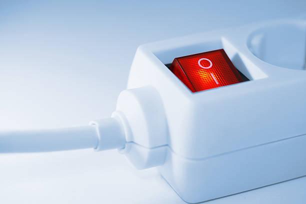 prise interrupteur lumière rouge - rallonge électrique photos et images de collection