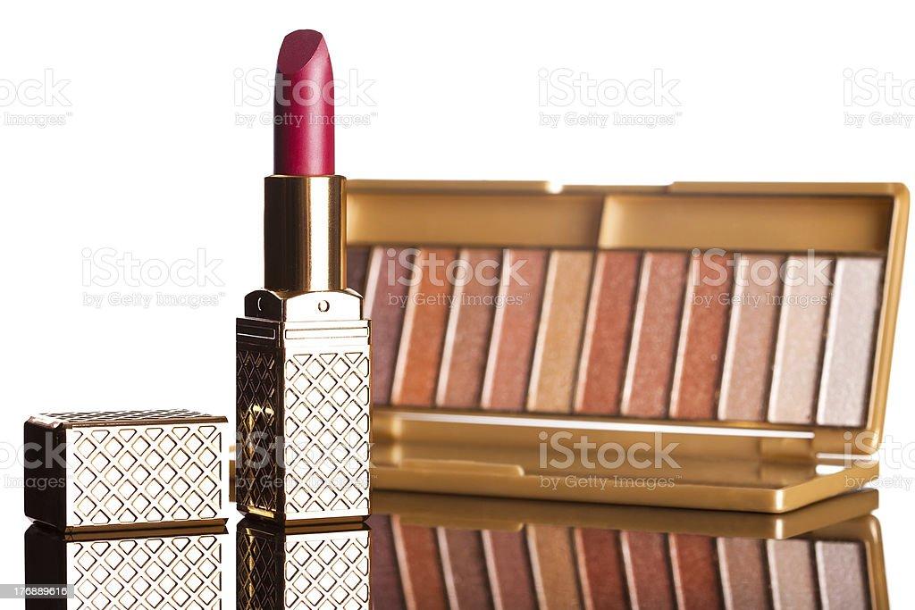 Batom vermelho com brown eyeshadows isolado foto de stock royalty-free