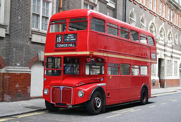 レッドロンドンの 2 階建てバス - バス ストックフォトと画像