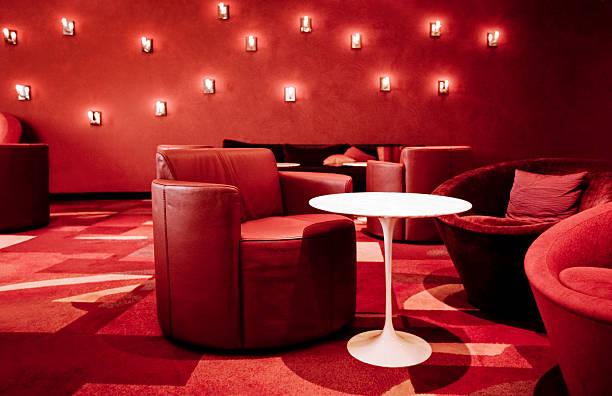 red lounge - club sofa stock-fotos und bilder