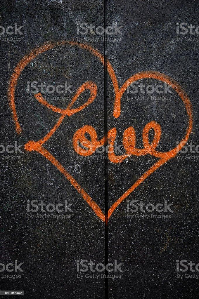 Rosso Amore Graffiti Con Cuore Su Sfondo Nero Fotografie Stock E