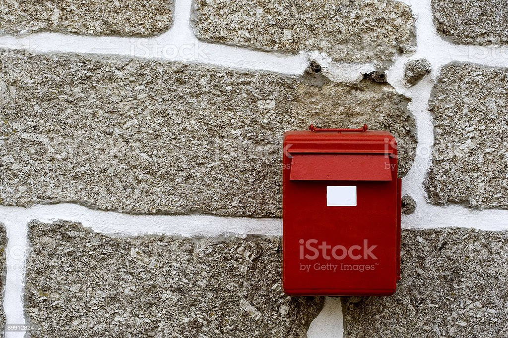 Red mailbox in the wall royalty free stockfoto