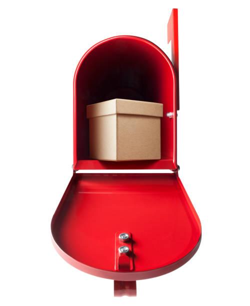 roten briefkasten mit kleinen paket auf weißem hintergrund - weihnachtsprogramm stock-fotos und bilder