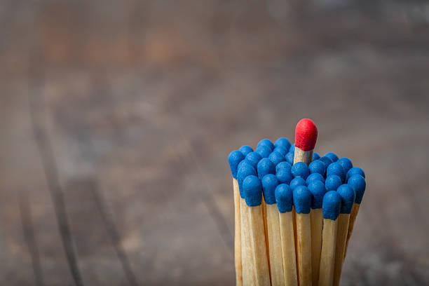 Red Spiel in Gruppe von blue Spiele – Foto