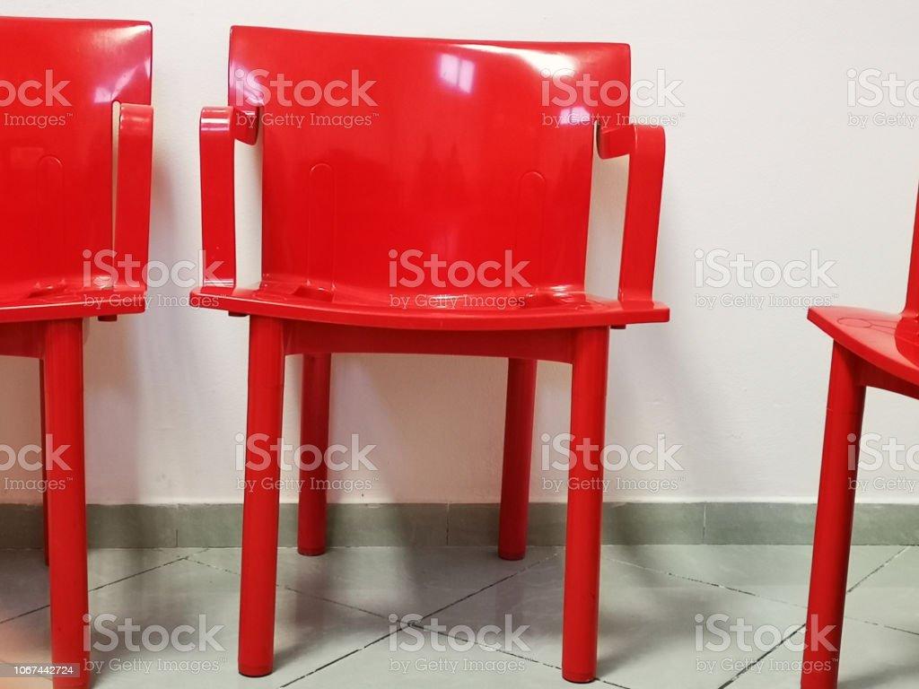 Rote Moderne Stuhle Im Wartezimmer Stockfoto Und Mehr Bilder Von Abwarten Istock