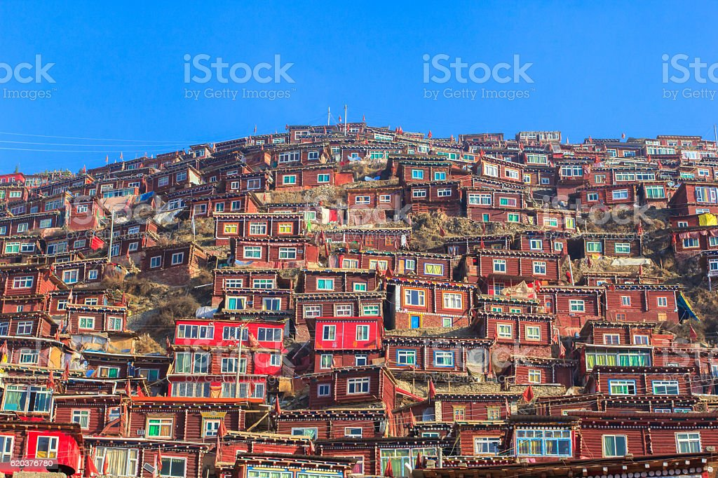 Red monastery at Larung gar (Buddhist Academy) zbiór zdjęć royalty-free