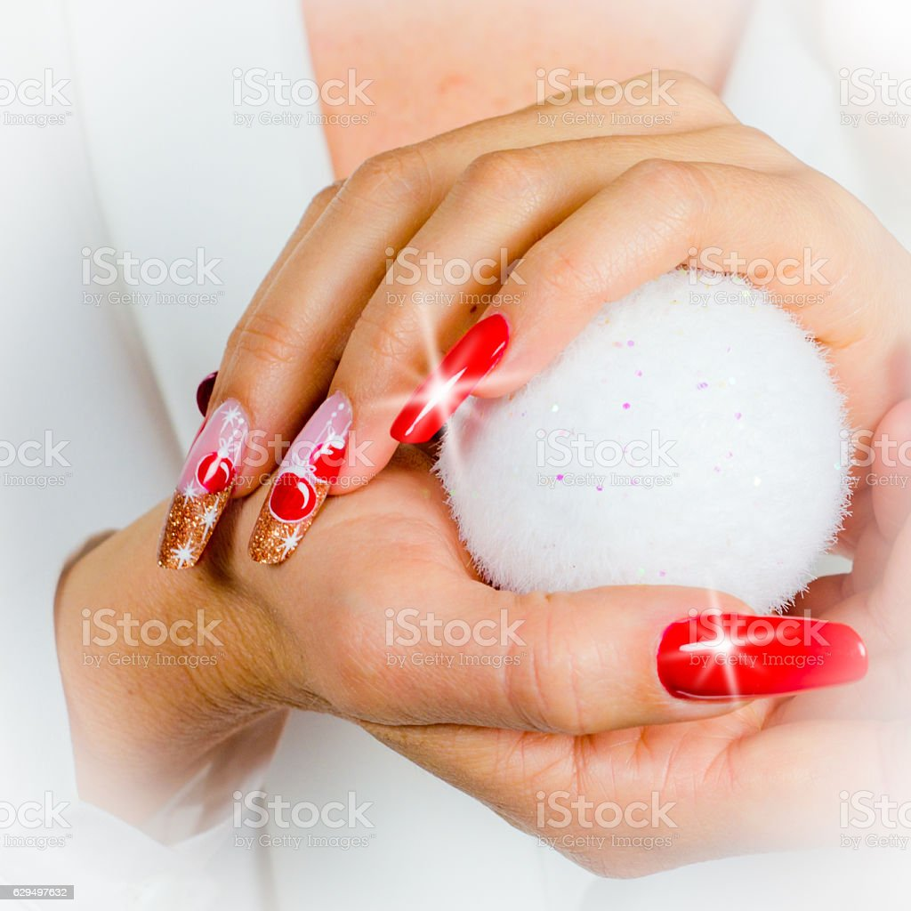 red nails decorated for your fantastic Christmas - foto de acervo