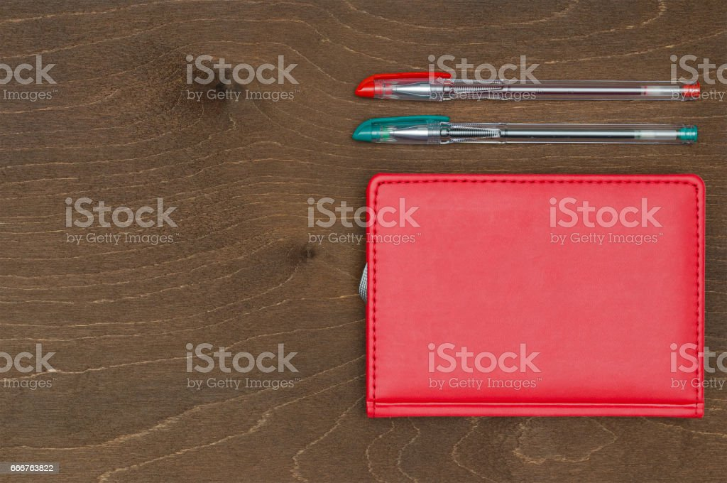 Red notebook and Colored gel pens foto stock royalty-free
