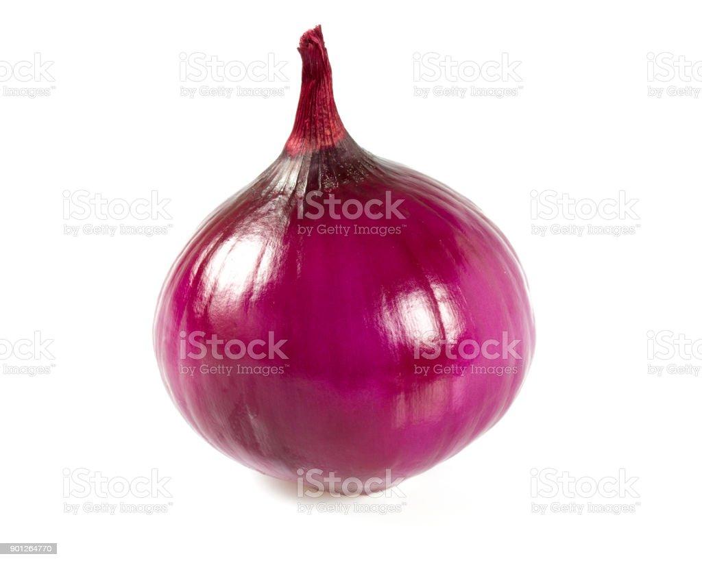 Rote Zwiebeln, isoliert auf weißem Hintergrund – Foto