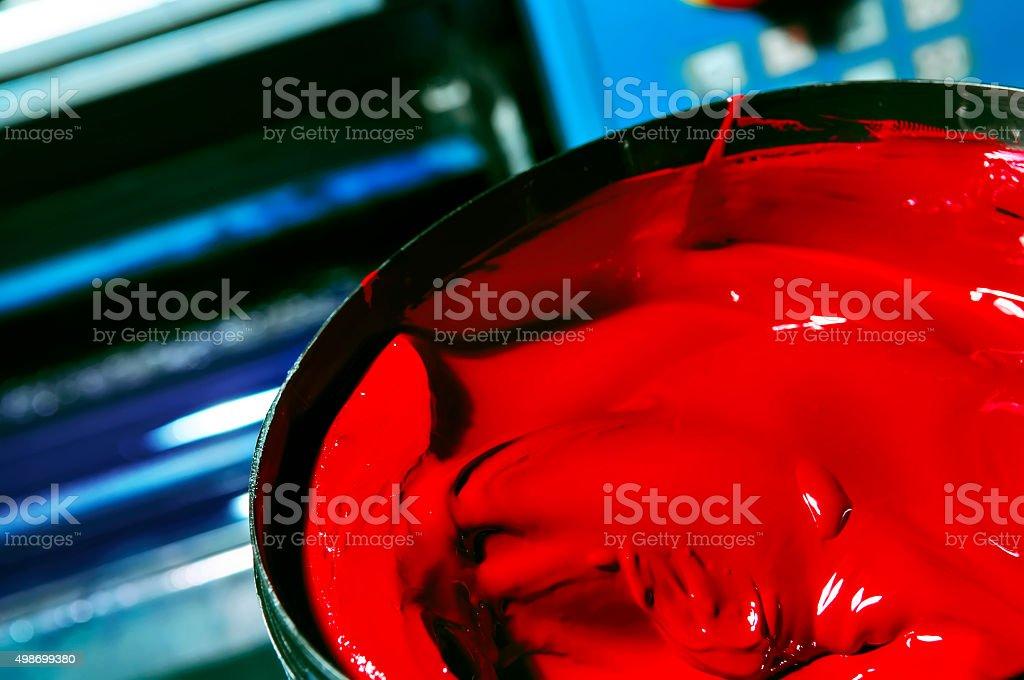 Rote Farbe in einer Eisen-pot-Nahaufnahme – Foto