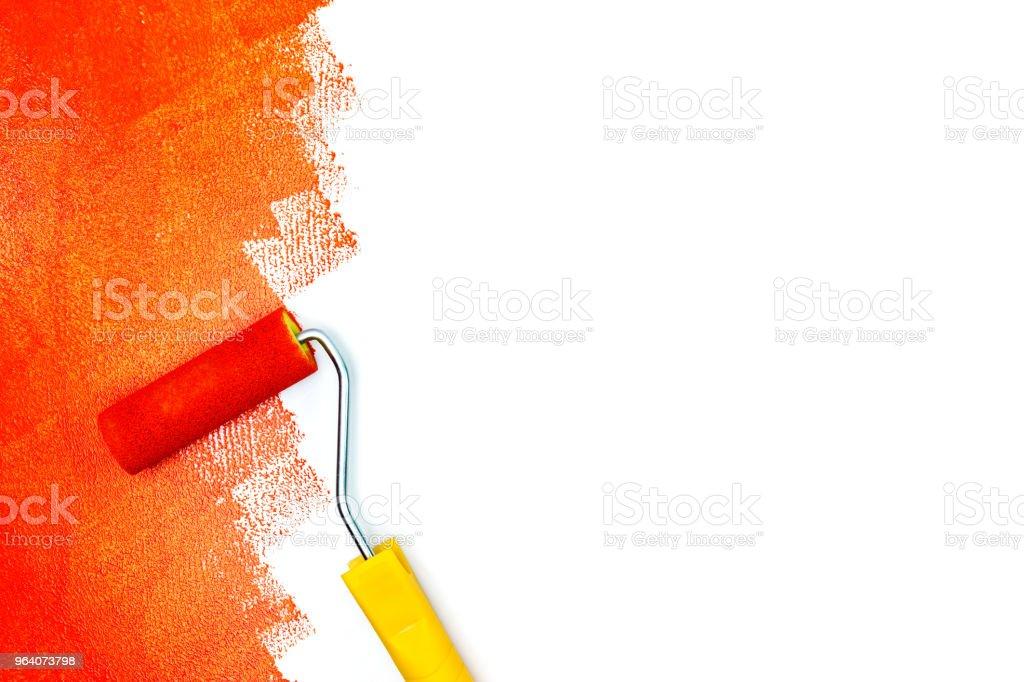 白い表面と塗料ローラーの赤いペイント ストローク - まぶしいのロイヤリティフリーストックフォト