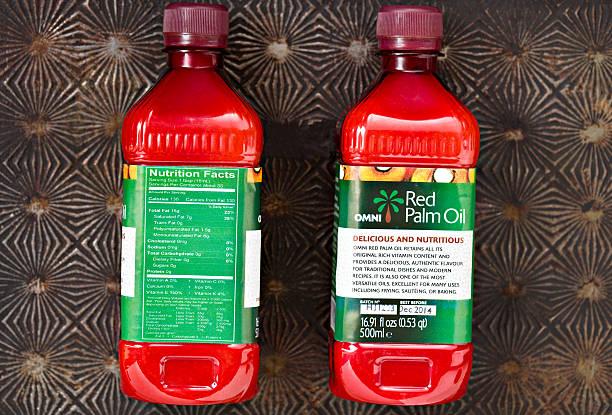 óleo de palma vermelho - palm oil bottles imagens e fotografias de stock