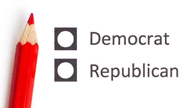 красный карандаш выбор между democrat и республиканская - республиканская партия сша стоковые фото и изображения