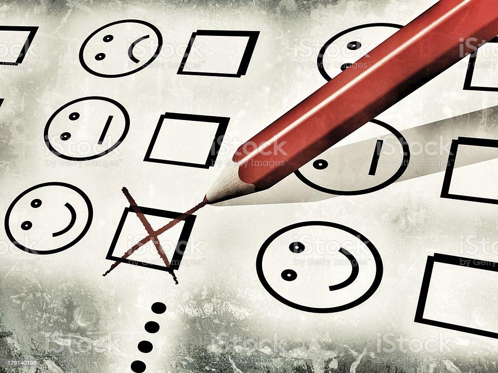 Crayon rouge utilisé pour remplir un formulaire de satisfaction client - Photo