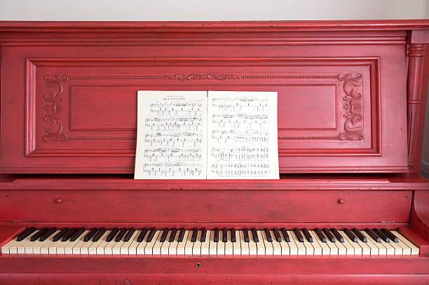 red piano und chopin und musik - piano noten stock-fotos und bilder