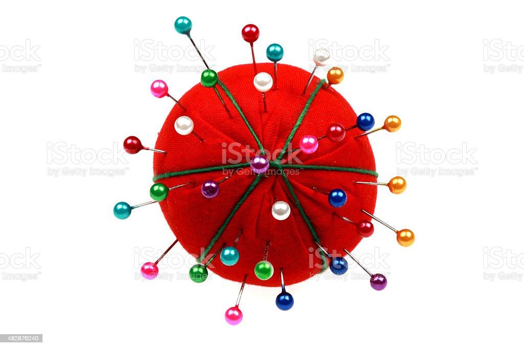 Almofada de Alfinetes em cores vermelho com Pins - foto de acervo