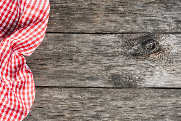 red plaid kitchen textile on old wooden background - picnic foto e immagini stock
