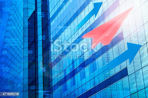 istock Red plane paper on tower city, target and win concept 471935216