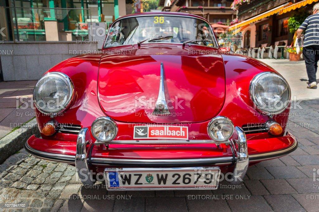 Rotes Porsche 356 Oldsmobile Oldtimer veteran-detail – Foto