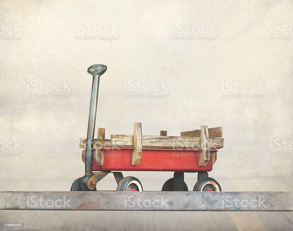 Red Ziehen trolley-Spielzeug, alte rostige wagon, Vintage Farbe Ton – Foto