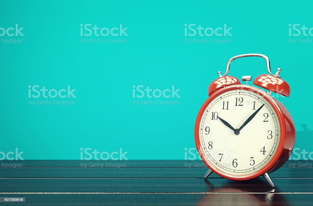 Red retro alarm clock on blue background with space – Foto