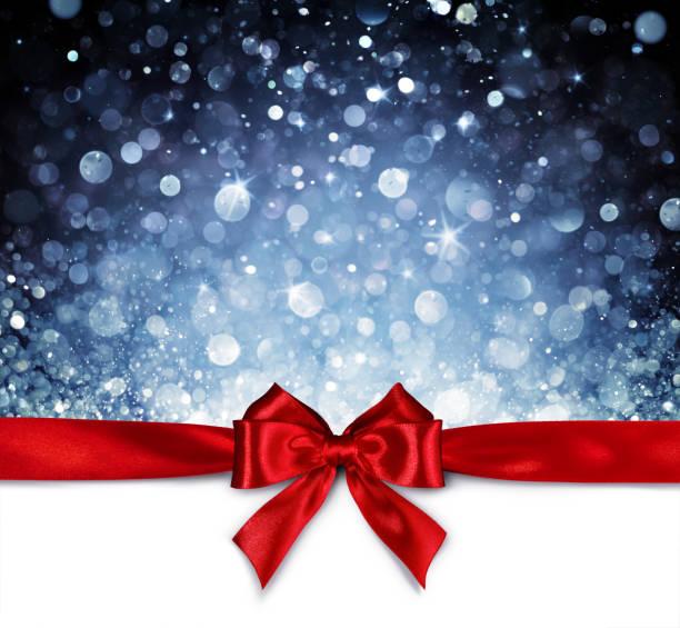 rote schleife mit glänzenden blauen hintergrund - weihnachtskarte - gutschein weihnachten stock-fotos und bilder